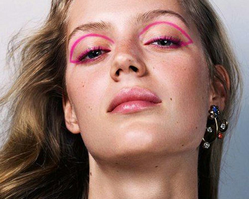 Strass na maquiagem